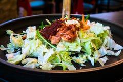 Один из корейского фаворита: Корейский пряный stir зажарил овощ, цыпленка и корейский пряный соус & x28; Gochujang& x29; в большо Стоковое Фото