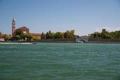 Один из мостов в венецианской лагуне Стоковое Изображение RF