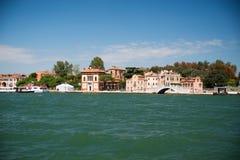 Один из мостов в венецианской лагуне Стоковые Изображения