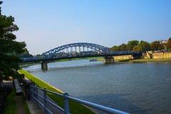 Один из мостов дороги над рекой Вислой в Кракове Польше Стоковое Фото