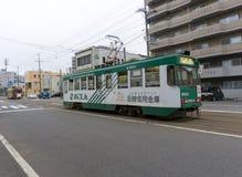 Один из трамваев в Hakodate, Хоккаидо стоковое фото