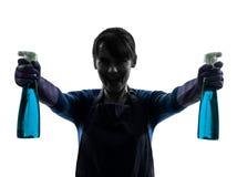 Силуэт спрейера чистки окна домашнего хозяйства горничной женщины Стоковые Фотографии RF