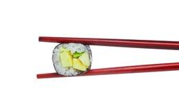 Один мир maki суш авокадоа в деревянных красных палочках Стоковое Фото