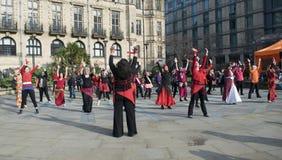 Один миллиард поднимая внезапных танцев толпы в Шеффилде Стоковая Фотография
