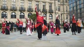 Один миллиард поднимая внезапных танцев толпы в Шеффилде Стоковое Изображение
