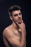 Один молодой человек, без рубашки головных плеч красивое Стоковые Изображения
