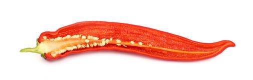 Один отрезанный накаленный докрасна конец перца chili вверх на белизне Стоковые Изображения RF