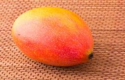 Один плодоовощ мангоа Стоковые Фотографии RF