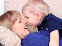 Портрет семьи матери и сынка Стоковое Фото