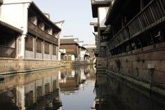 Один солнечный день улицы Yuehe старой (Jiaxing, Чжэцзяна, фарфор) Стоковые Фото