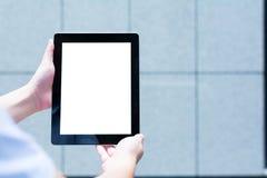 Один люд используя одну цифровую таблетку Стоковая Фотография