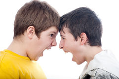 один другого мальчиков screaming подростковые 2 Стоковое Фото