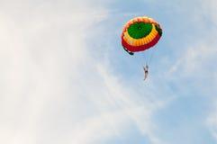 Один parachutist летает Стоковые Фотографии RF