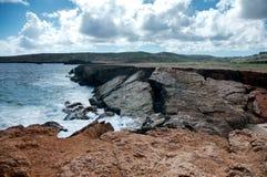 Одичалая береговая линия Аруба в Вест-Инди стоковое фото rf