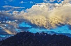 Одичалые облака над Olympus стоковая фотография