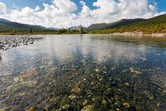 Одичалый ландшафт в горах Ural. Стоковое Изображение