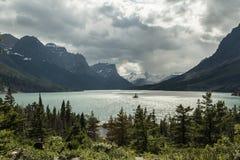 Одичалый остров гусыни в парке ледника Стоковая Фотография RF