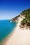 Одичалый пляж в пляже Zagare delle Gargano Baia, Италия Стоковые Фото