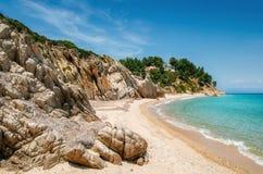 Одичалый пляж в Vourvourou, Sithonia, Греции Стоковые Фотографии RF