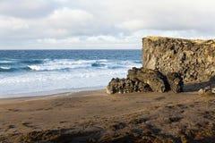 Одичалый пляж на полуострове Snaefellsnes. Стоковые Фото