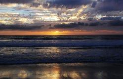 Одичалый Тихий океан заход солнца Стоковые Изображения RF