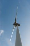 Одна из самой большой береговой ветротурбины Стоковая Фотография RF
