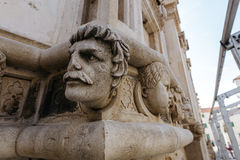 Одна из скульптур головы собора St James в Sibenik, Хорватия Стоковое Изображение