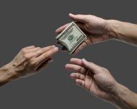 Одна долларовая банкнота предложения 100 руки к другим Стоковые Изображения