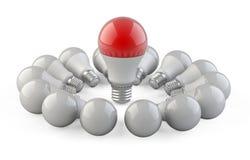 Одна уникально красная лампа от других шариков обнаруженных местонахождение в форме Стоковая Фотография RF