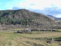 Одна ферма в горах день осени солнечный Стоковое Фото