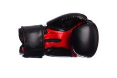 Одна черная и красная перчатка бокса на белой предпосылке Стоковые Фото