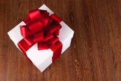 Одно большое белое взгляд сверху подарочной коробки Стоковые Изображения