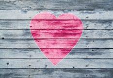 Одно большое сердце на деревянной предпосылке планок Стоковое Фото
