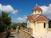 Одно из зданий монастыря в деревне Spili на острове Крита и улице рядом с ей Стоковые Фотографии RF