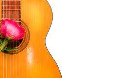 Одно подняло на старую классическую гитару Стоковые Изображения