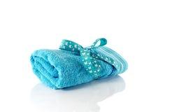 Одно свернутое голубое полотенце Стоковое Фото