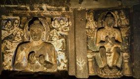 Одно с золотыми скульптурами Bussdhist Стоковые Изображения RF