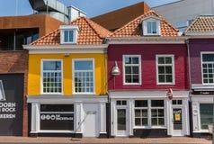 Пабы в красочных домах в Leeuwarden Стоковые Изображения RF