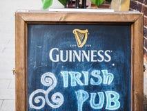 Паб Гиннесса ирландский подписывает внутри hdr Гамбурга Стоковые Фото