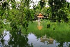 Павильон в спокойном озере стоковые фотографии rf