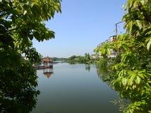 Павильон на озере, пейзаже стоковое изображение rf