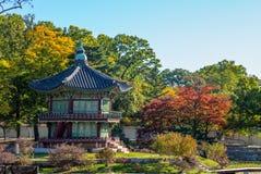 Павильон Hyangwonjeong в Gyeongbokgung, Сеуле стоковые фотографии rf