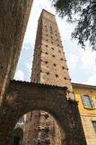 Павия (Италия): средневековые башни стоковая фотография rf