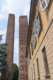 Павия (Италия): средневековые башни стоковая фотография