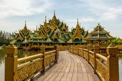 Павильон просвещенное на древнем городе в Samut Prakarn Стоковые Фотографии RF