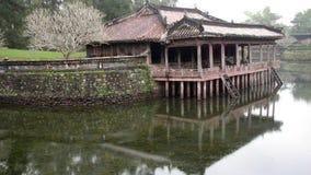 Павильон Tu Ducs императора и озеро, Вьетнам Стоковые Изображения RF