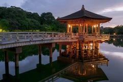 Павильон Ukimido и отражения в озере, Nara, Японии Стоковое Изображение