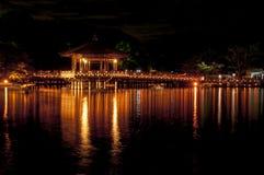 Павильон Ukimido и отражения в озере, Nara, Японии Стоковое фото RF