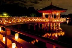 Павильон Ukimido и отражения в озере, Nara, Японии Стоковые Фотографии RF