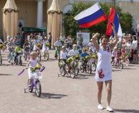 ПАВЛОВСК, РОССИЯ - 18-ОЕ ИЮЛЯ 2015: Фото парада велосипеда детей Стоковая Фотография RF